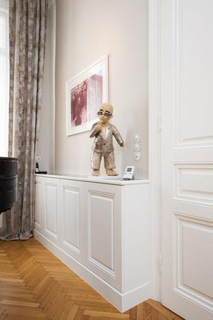 Wohnungseinrichtung 1070 Wien-Ausführung: Küche, Schlafzimmer, Bibliothek, Wandvertäfelungen,Nurglas-Duschwände, BadezimmerVerwendete Materialien: amerik. Nuss furniert, Küchenarbeitsplatte Silestone, lackierte Möbelteile MDF RAL 9016 weissPlanung: Project A.01
